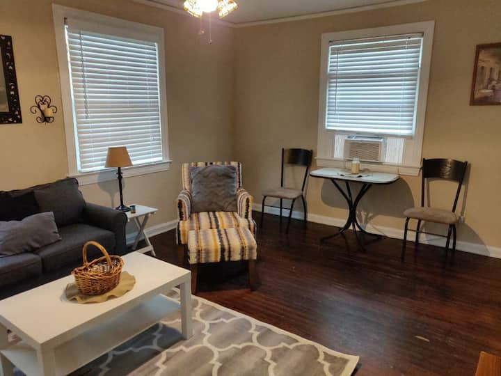 Riverside 1 BR, Near 5 Points!