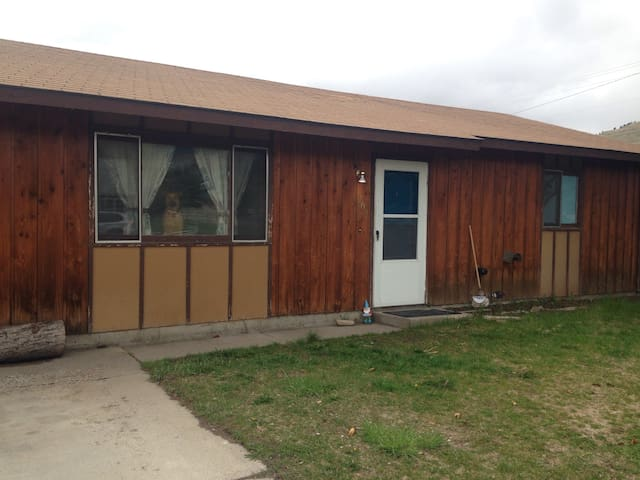 Comfortable, centrally located home - Missoula - Huis