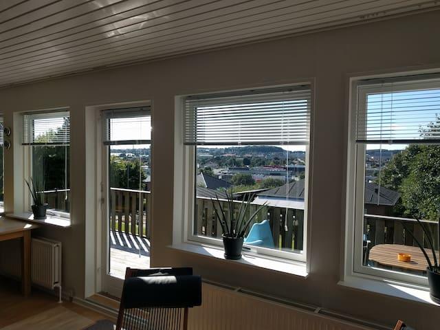 Lyst værelse med stor terrasse og lækker udsigt - Aalborg - Casa
