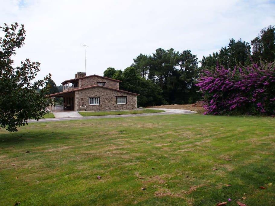 Vista Lateral Casa / Finca