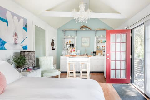 Recharge at Tranquil Sea Salt Cottage in Historic Wiscasset