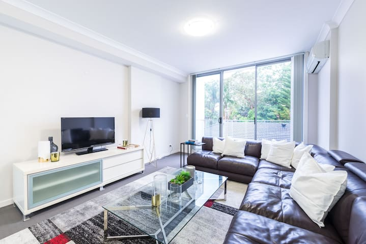 Modern Large Family Home + Parking - Waitara - Apartemen