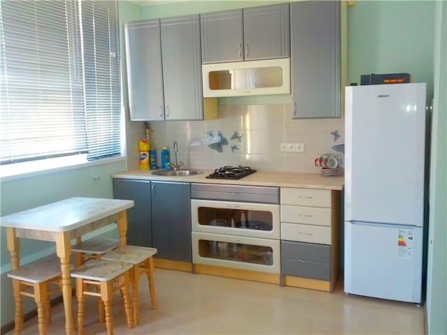 1099 Апартаменты на 4х возле пляжа Золотой Берег - Odesa - Flat