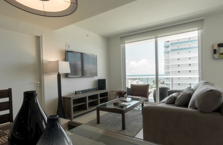 11th Floor New Luxe Condo with Amazing Ocean Views