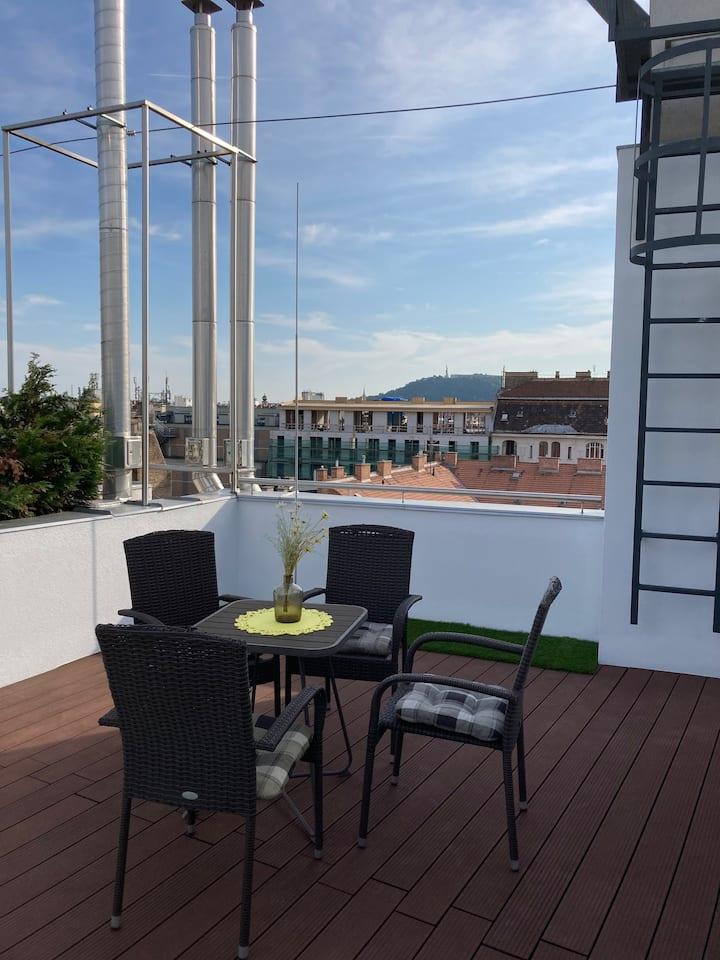 Kertész Rooftop Apartment