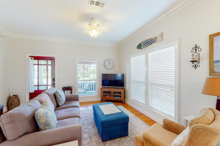 Dog-friendly cottage in downtown Pensacola w/central AC & fully fenced backyard