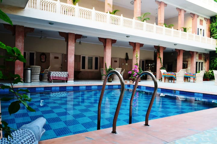 Pink City Special - WiFi + Pool + Pick Up (JS EP) - Jaipur - Huis