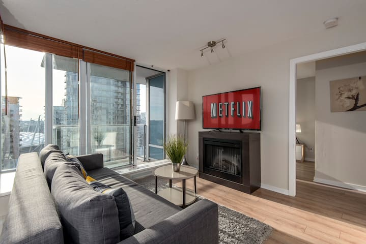 BEST LOCATION, BRILLIANT VIEW, DOWNTOWN LIVING