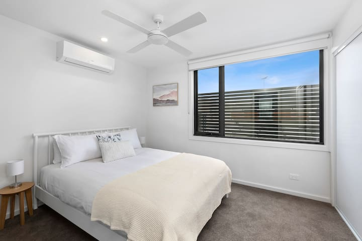 Queen Bed with ensuite, ceiling fan, split system air conditioner and built-in robes.