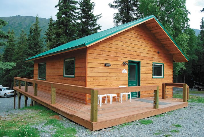 Private Two Bedroom Cabin at The Hutch B & B