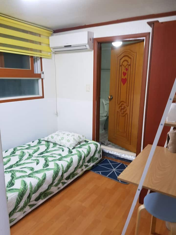 Special price&cute room for long stay guest~102