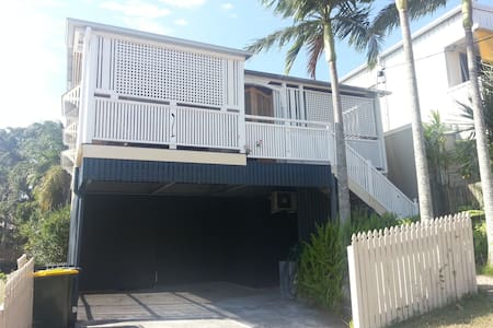 Queenslander cottage close to PA Hospital Qld Uni - Annerley - Sorház
