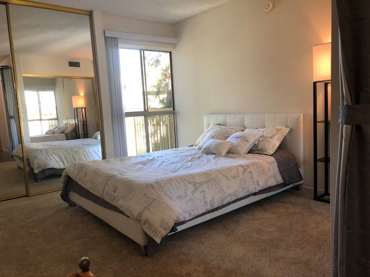 LUXE Room in Woodland hills, Ca