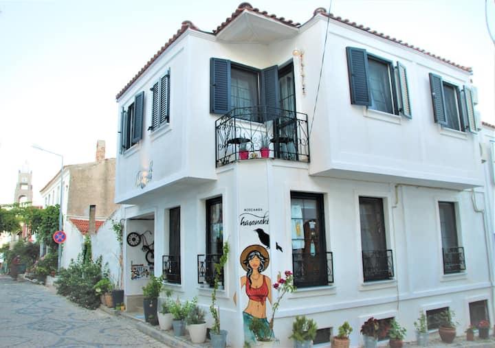Bozcaada Hasanaki Gift & Guest House