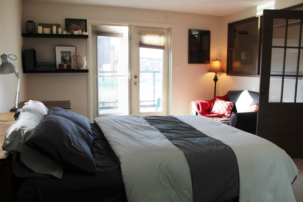 Heart of city inviting master suite lofts for rent in for Best private dining rooms edmonton