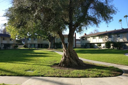 Great Private Room Near Airport and Disneyland! - 突斯汀(Tustin) - 连栋住宅