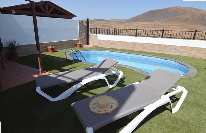 Splendid Villa Blue- Pool, Wifi & Volcano Views