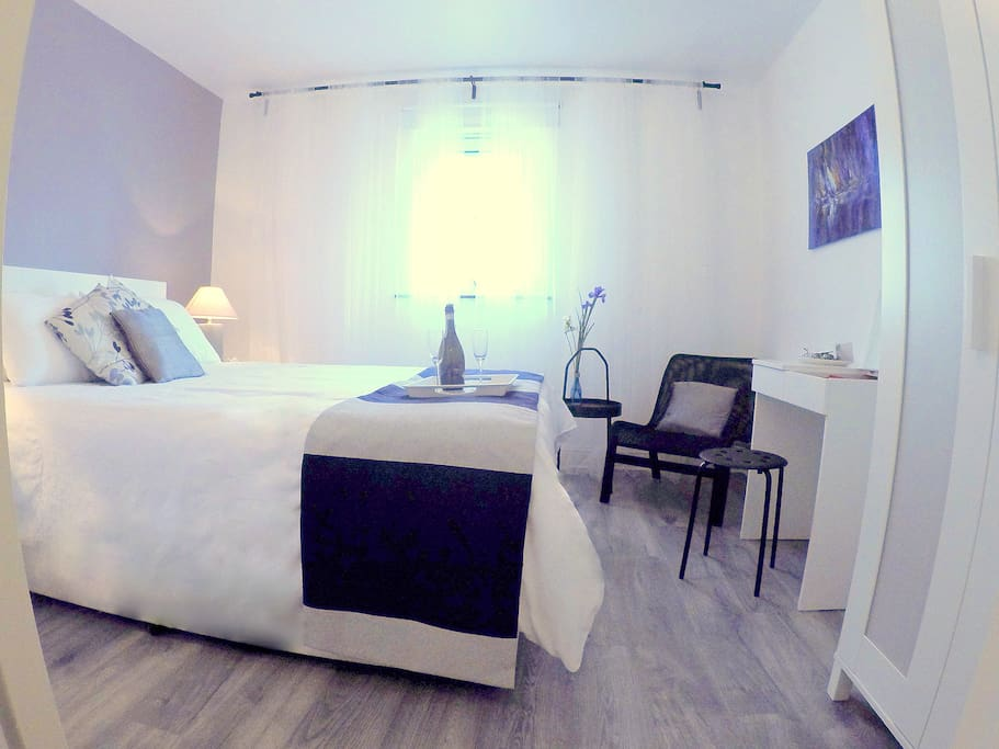 Comfortable and Stylish Double Room, Newly decorated!