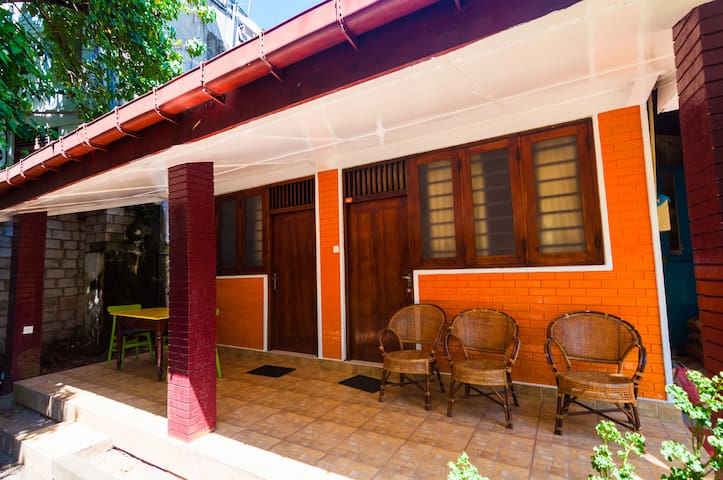 Cosy house close to beach in tourist center - Galle - Huis