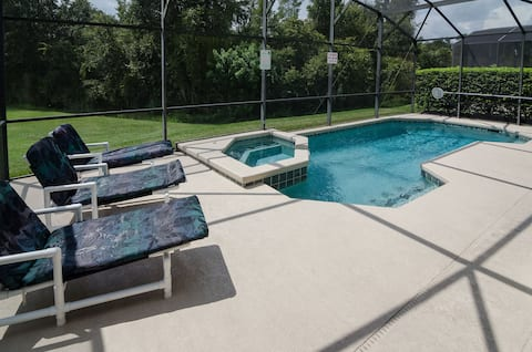 6 bedroom pet friendly home near Disney. Sleeps 15