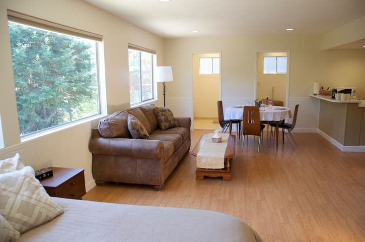 Large private studio in the trees - Novato - Hus