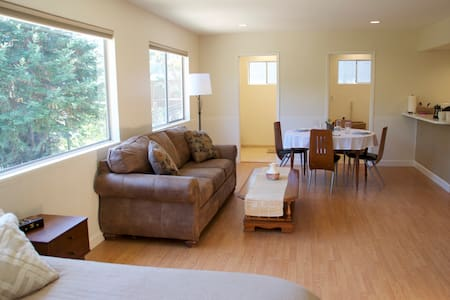 Large private studio in the trees - Novato - Casa