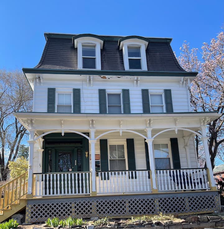 Kingston Cottage at the Rondout