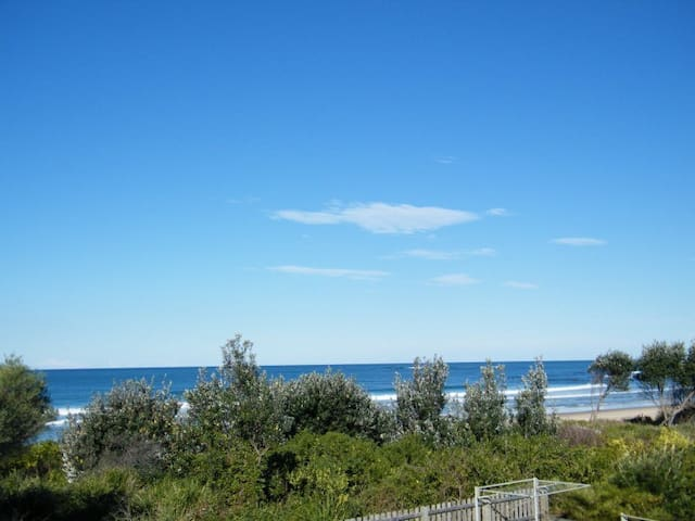 Beautiful view from Redhead (south) to Wallaby Point (north)