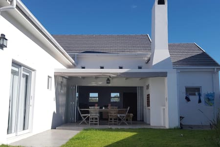 Cosy bungalow with west coast charm - Saint Helena Bay