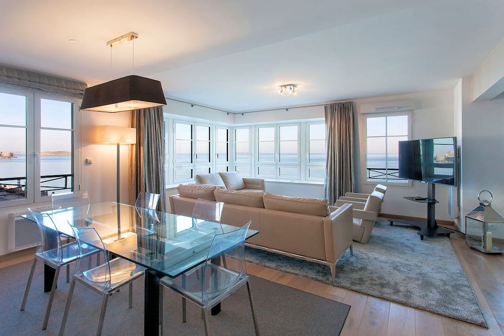 Le sillon luxueux 120 m vue mer apartments for rent in saint malo bretagne france for Photos salons luxueux