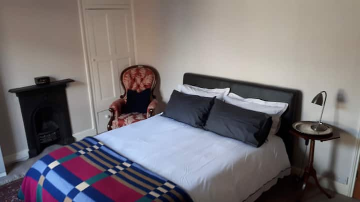 Large double bedroom with kingsize bed