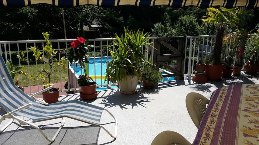 2 chambres dans maison avec piscine pour 4(+1)