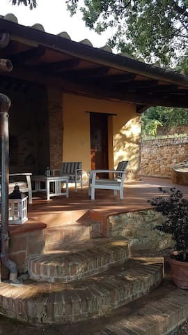 Camera indipendente in casale toscano