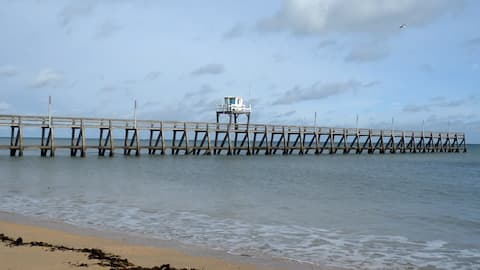 Bord de mer au milieu des plages du débarquement