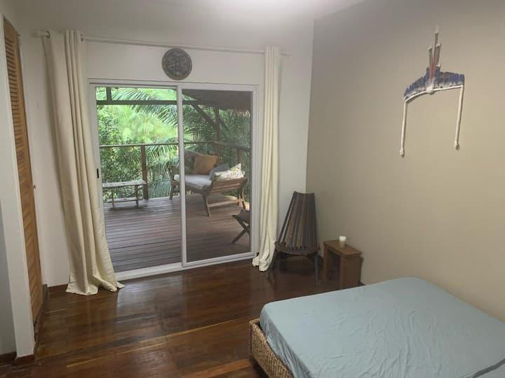 Chambre avec terrasse suspendue en pleine nature