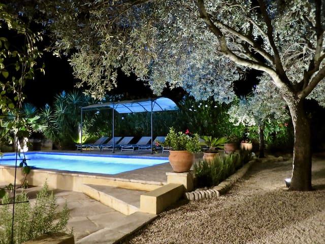 Golfe de Saint-Tropez Mas avec piscine au calme