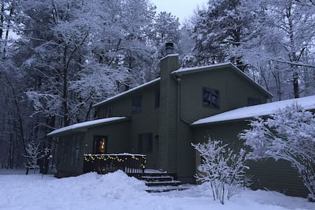 Adirondack Winter Experience in Saratoga Springs! - Saratoga Springs - Dům