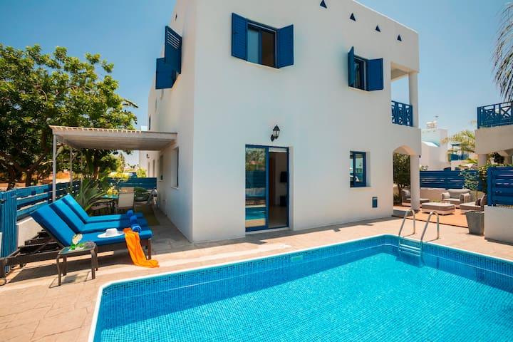 Grecian Style Villa in Paralimni