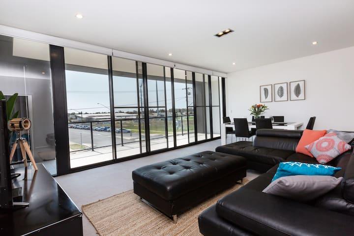 Brand New Executive Apartment - Free WiFi