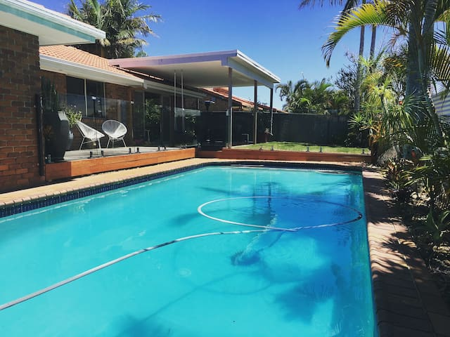 Beautiful family home in Burleigh Waters - Burleigh Waters - Maison