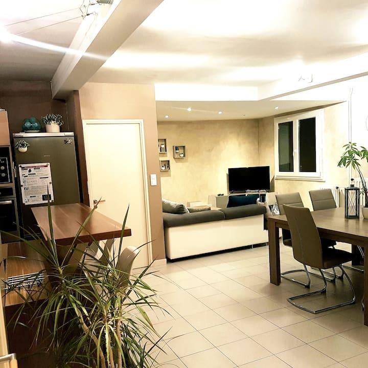 62m² meublé Bourgoin-Jallieu centre parking privé.
