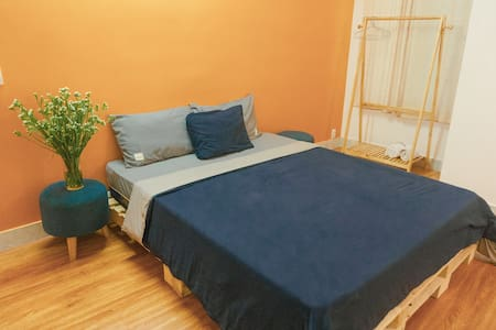 BlaBla Orange 02 - Large room for friends, family