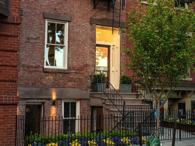 Essex 1800's period brownstone studio