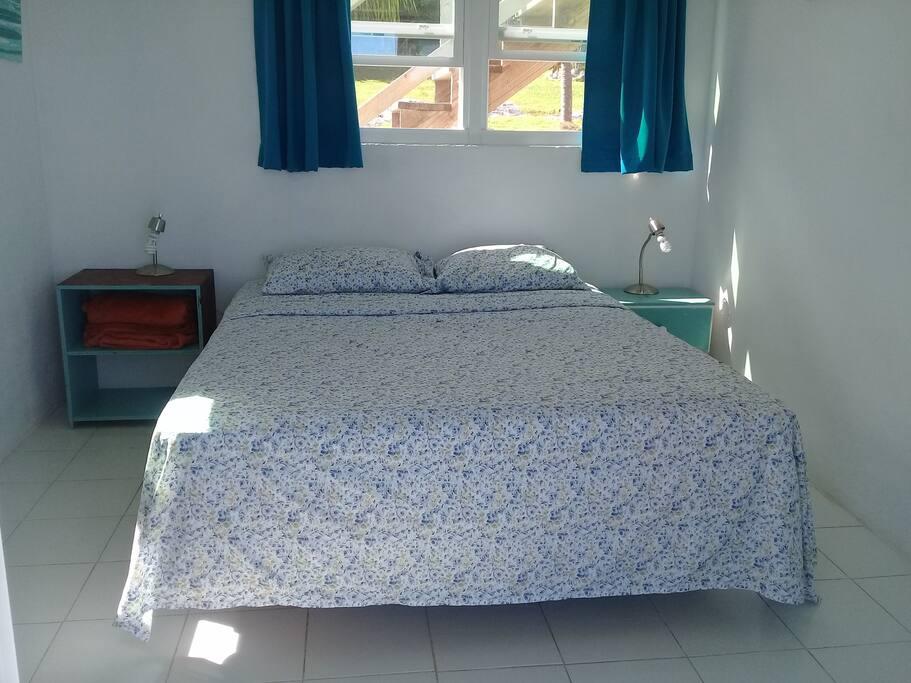 Queen bed Studio 2