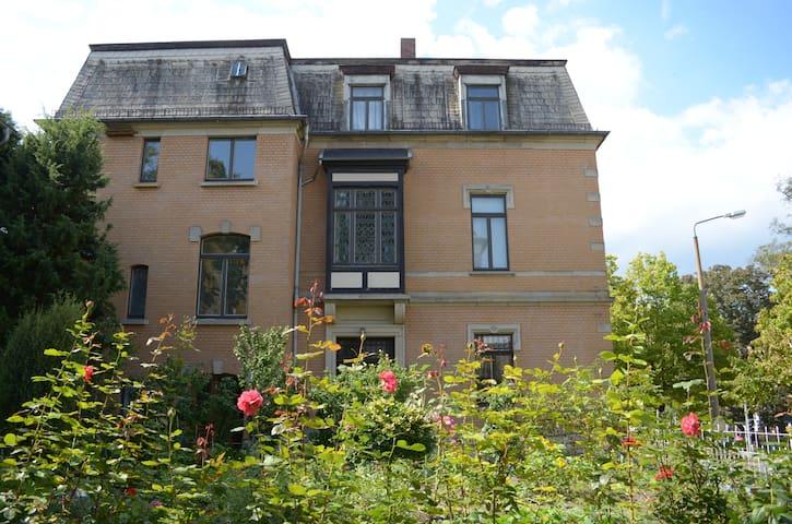 Historische Stadtvilla mit Garten in Weimar