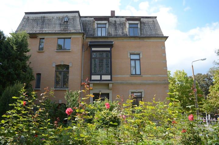 Komplette historische Stadtvilla mit Garten