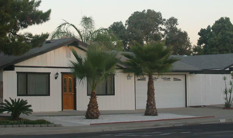 Adler Retreat - Blue Room - Clovis - Huis