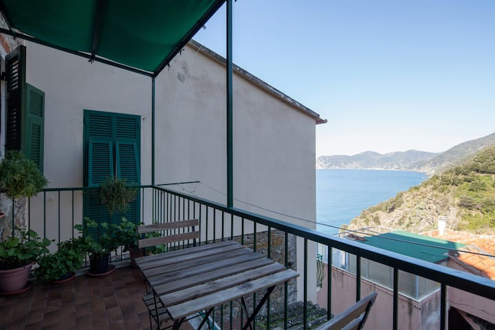 Flat with terrace sea view - Belvedere - Corniglia - House