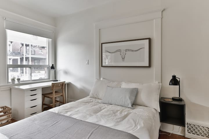 ✨ Large, Bright & Comfy Shared House Queen West ✨