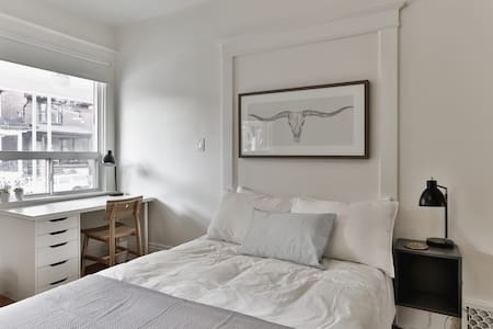 Spacious, Bright, Classic Victorian in Queen West! - Toronto - House